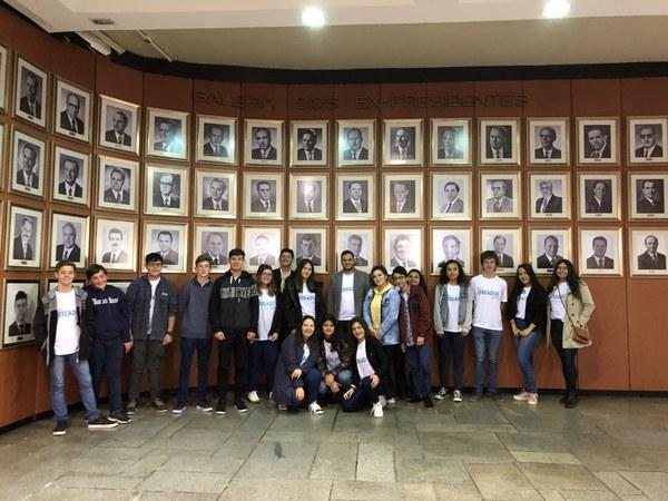 Vereadores Jovens visitam Poderes da Capital